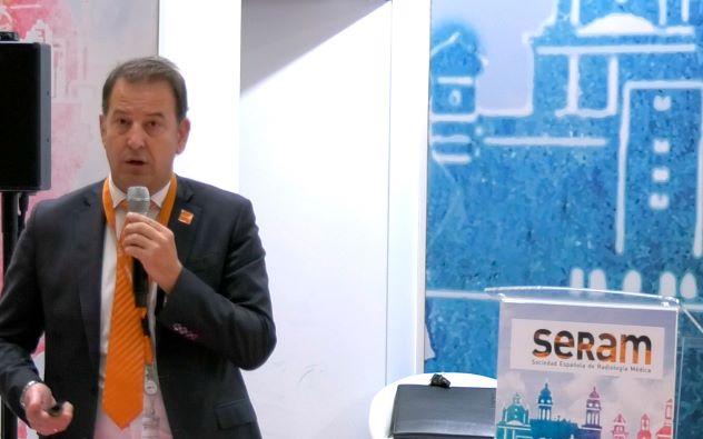 Rafael Fernandez presentando