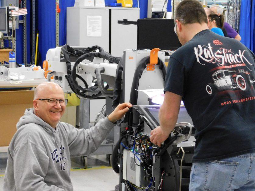 imagen del equipo de fabricación trabajando en DRX-revolution