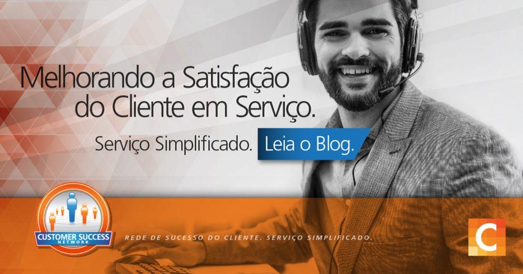 """Imagem de homem com fone de ouvido - Texto - """"Melhorando a satisfação do cliente em serviço. Serviço simplificado. Leia o blog"""""""